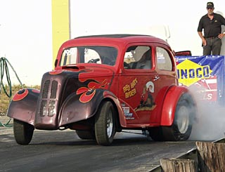 "Danny Austin's ""Red Hot Ryder"" B/Gasser put on a great show. Photo by Fantasy Photos"