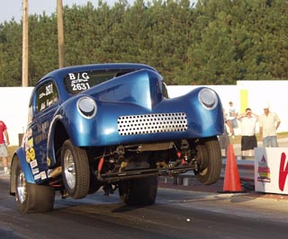 Alan Pope drove Mike Coger's wheelstanding Plymouth to the B/Gas title. Fantasy Photos