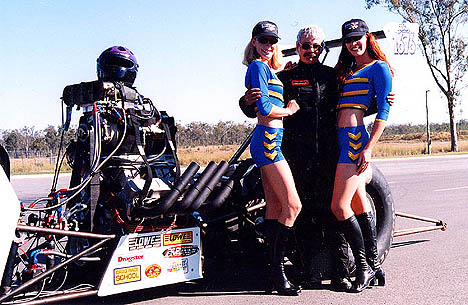 Bob Wilson shows off some of the benefits of qualifying his Top Alky dragster in Australia. Photo by Chris the Kiwi
