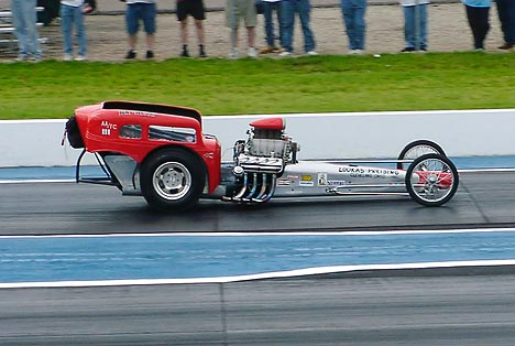 The Loukas-Preising AA/Fuel Comp machine thrilled the fans at Thompson. Photo by Vic Cooke
