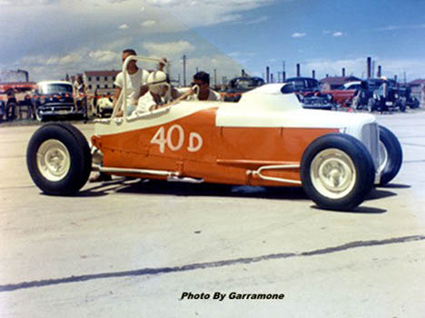 This is a REAL old dragster, still showing signs of early Indy car influence. Photo by Pete Garramone