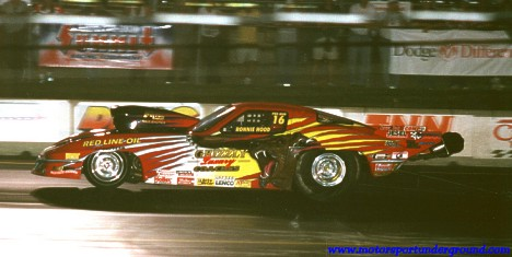 Nocturnal Bear! Ronnie Hood had the Grizzly Luxury Coaches Corvette flying at Epping. Photo by James Morgan