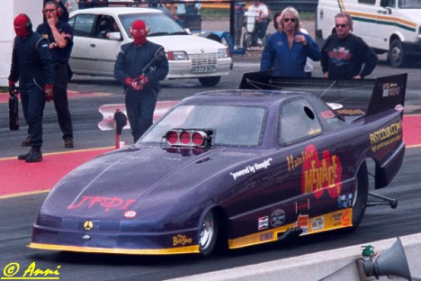 The Mainline Menace fuel funny car thrills British crowds. Photo by Anni Valder