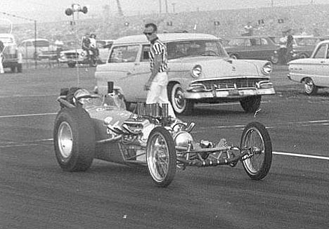 Bernie Mather, Jr.'s, car with Bob Truby on board at San Gabe 1962. Photo by Steve Gibbs