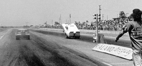 Dave Benjamin begins his famous wheelstand at Alamo Dragway. Photo courtesy of the Flyin' Phil Archives