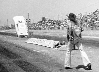 Dave Benjamin puts it up on the chutes at Alamo Dragway. Photo courtesy of the Flyin' Phil Archives