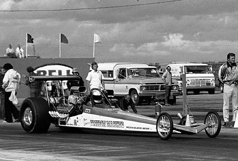 Tom Dawes' Freedom Machine at the '74 March Meet with OJ McKenney up. Photo by Dave Kommel