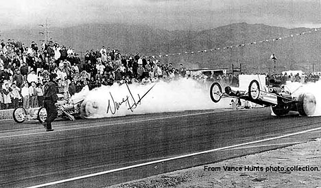 Vance Hunt vs. Chris Karamesines with Don Garlits the flagman! Photo from the Vance Hunt Collection