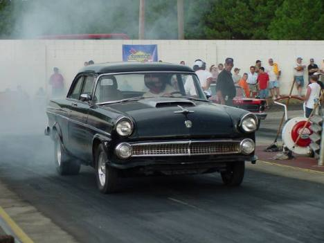Bailey Hastings, Sr., raced this cool straight axle '55 Ford. Roger Richards photo