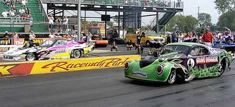 Mike Janis and Alan Pittman lined up for a GREAT 6.40 to 6.40 match to grab the 6 and 7 positions. Photo by Vic Cooke